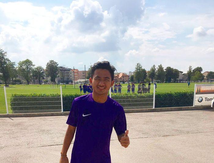 Pemain muda asal Indonesia, Hambali Tolib saat sampai di markas latihan klub Liga Kroasia, Lokomotiva Zagreb pada 18 Juni 2019.