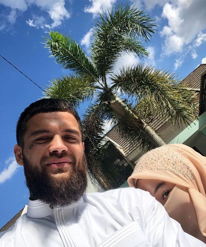 Diego Michiels dan calon istrinya, Dhea Boru Simatupang. (Instagram/@diegomichiels24x)