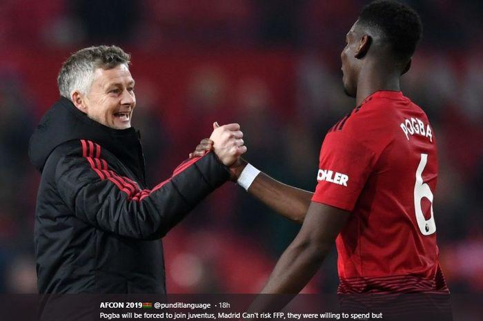 Paul Pogba berjabat tangan dengan Ole Gunnar Solskjaer pada sebuah laga yang telah dimainkan Manchester United musim lalu.