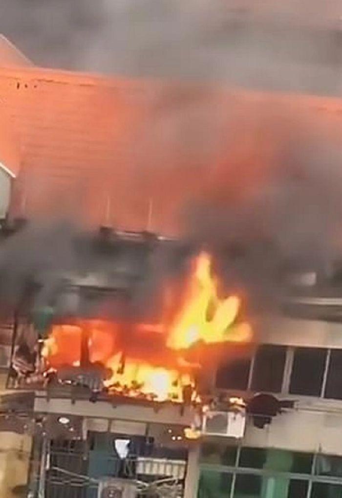 Kebakaran terjadi dan menghanguskan rumah