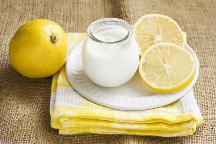 Cara mencerahkan bibir hitam menggunakan campuran yoghurt dan lemon