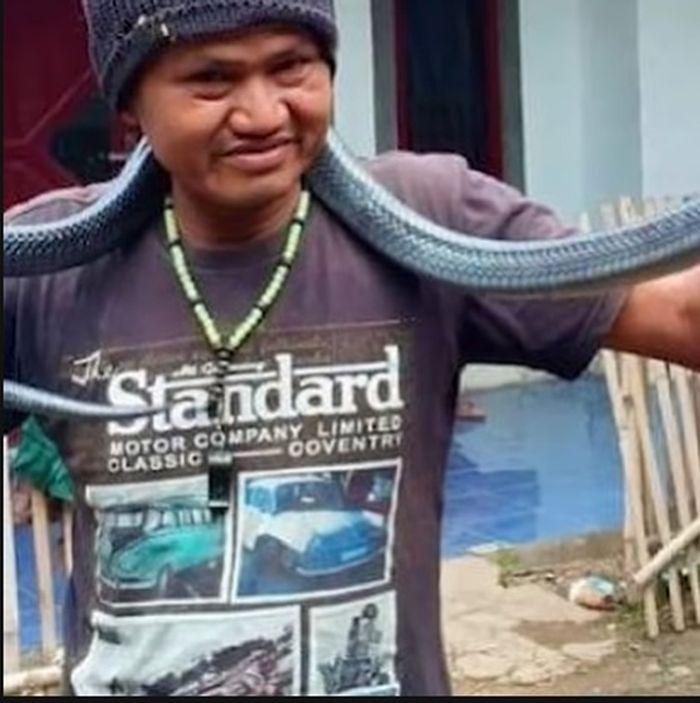 Kejadian mengerikan ini dialami oleh Jana (42), warga Kampung Citiru, Desa Padasuka, Kecamatan Kutawaringin, Kabupaten Bandung, Jawa Barat.