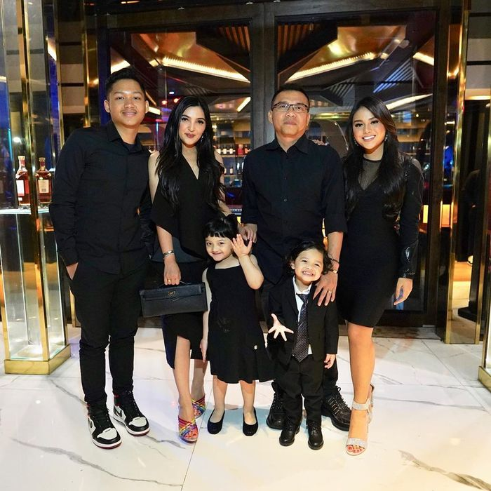 Penampilan kompak keluarga Anang Ashanty saat acara ultah Azriel