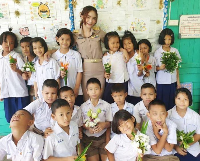 Guru cantik dan muridnya