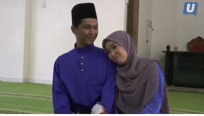 Bahkan, orangtua Anna sudah beberapa kali terbang dari Jepang ke Malaysia cuma untuk membicarakan soal pernikahan Farhan dan Anna.