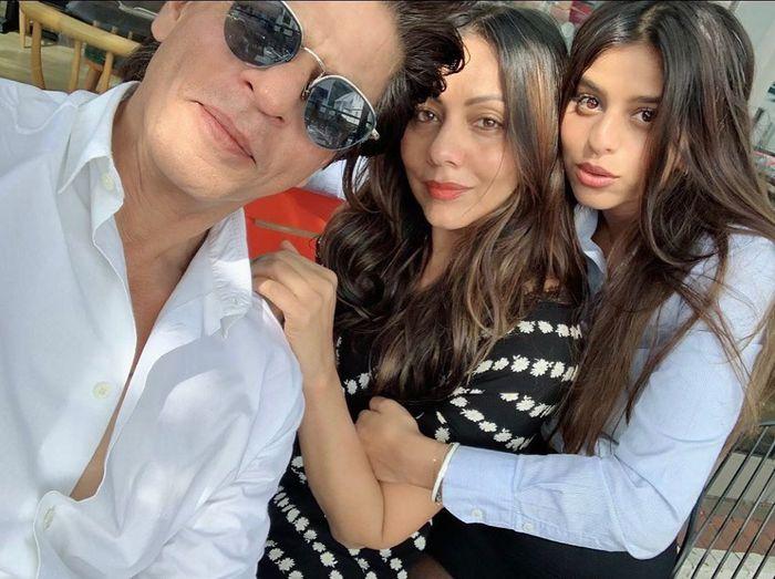 Shah Rukh Khan merayakan kelulusan sang putri.