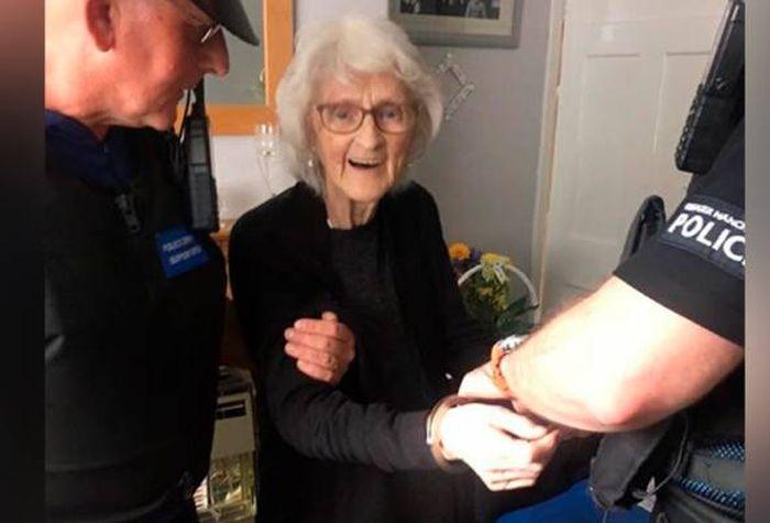 Polisi Tangkap Nenek Berusia 93 Tahun