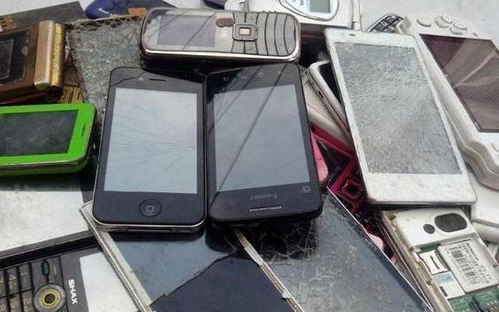 Ilustrasi limbah ponsel bekas. Toutiao