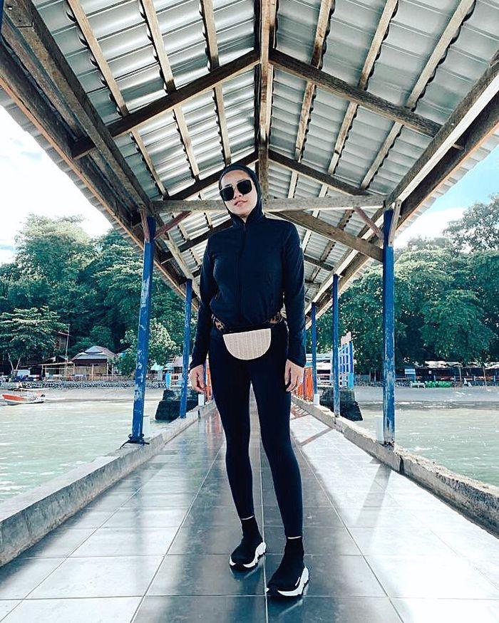 Fashion Hijab Sporty Olla Ramlan Padukan Celana Legging Ketat Jadi Sorotan Semua Halaman Stylo