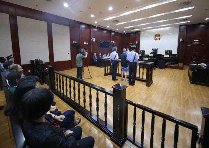 Zhu Xiaodong diadili akibat pembunuhan yang ia lakukan pada istrinya sendiri.