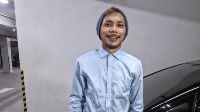 Norman Kamaru diabadikan di Kawasan Kebon Jeruk, Jakarta Barat, Senin (22/2/2016).