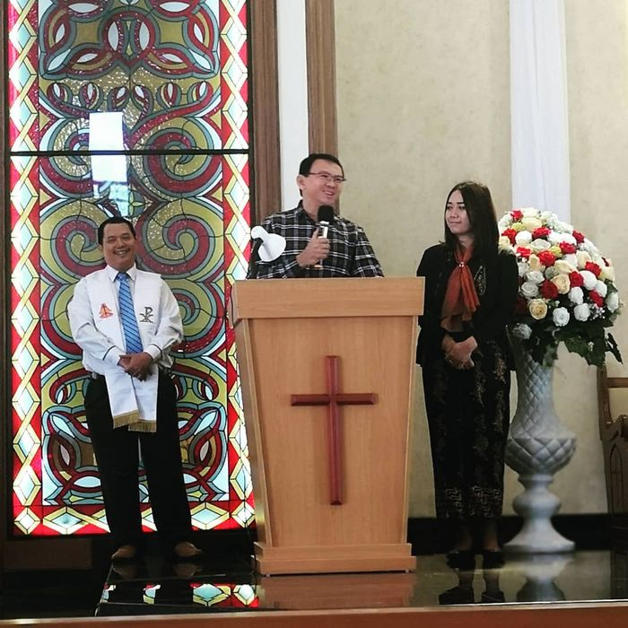 Ahok dan Puput Nastiti Devi saat berada di gereja