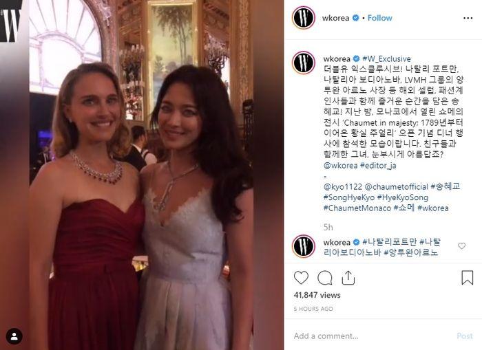 Song Hye Kyo bersama Natalie Portman saat menghadiri pameran perhiasan Chaumet di Monako