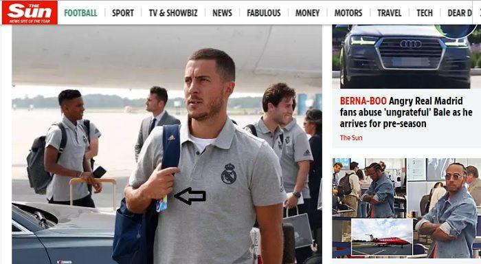 Eden Hazard memegang ponsel kasing dua putranya mengenakan jersey Chelsea, saat tiba di Montreal bersama skuat Real Madrid.