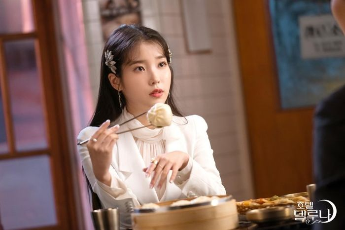 IU dalam drama Korea Hotel del Luna