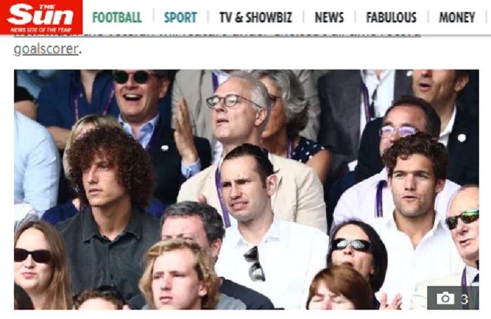 Momen David Luiz menghalangi pandangan salah satu penonton di final Wimbledon 2019 karena kribonya.