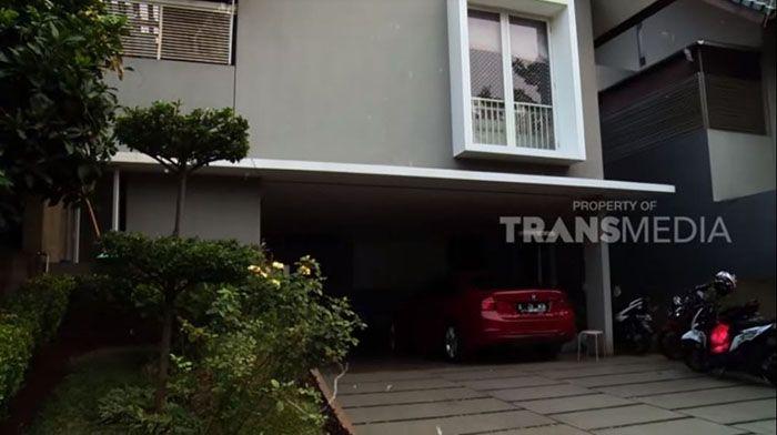 Tampak depan dari rumah <a href='https://pontianak.tribunnews.com/tag/ruben-onsu' title='RubenOnsu'>RubenOnsu</a>