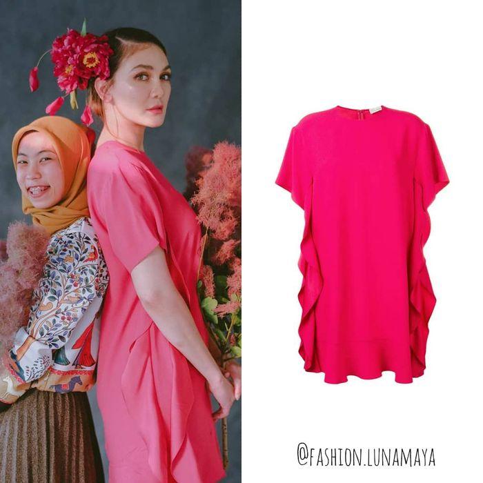 Luna Maya sedang mengenakan  RED VALENTINO - Ruffle Detail Crepe Envers Satin Dress