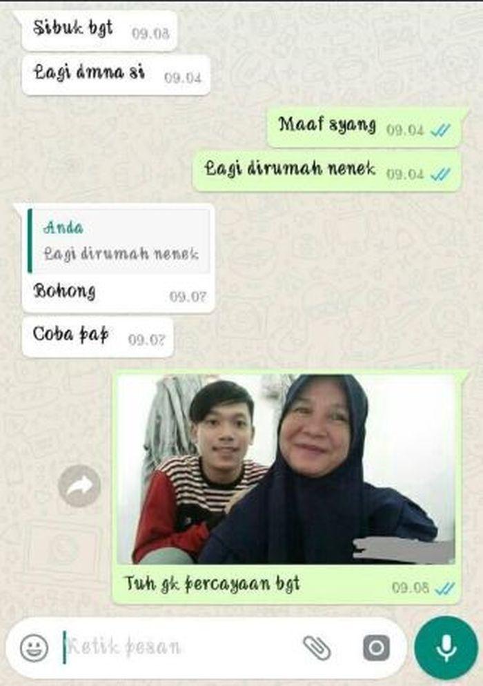 Tangkapan layar percapakan via whatsapp