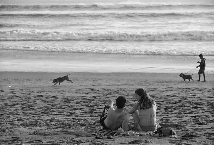 Gunakan Format Hitam Putih Foto Foto Senja Di Pantai Seminyak Bertambah Syahdu Fotokita