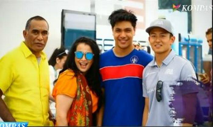 Kenangan Jennifer Jill bersama suami dan putranya foto bareng Rio Haryanto