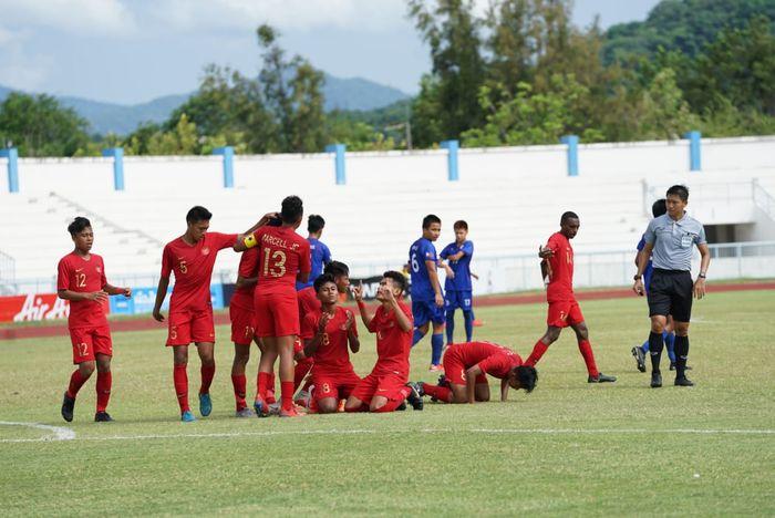 Pemain-pemain timnas U-15 Indonesia merayakan gol ke gawang timnas U-15 Filipina, Jumat (2/8/2019).