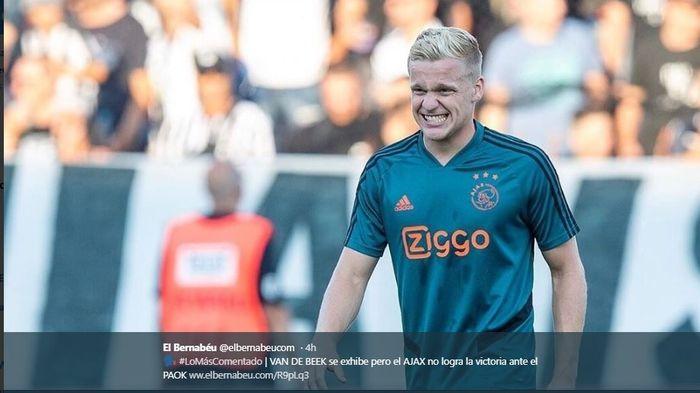 Gelandang Ajax Amsterdam, Donny van de Beek, dalam laga melawan PAOK pada Selasa (6/8/2019).