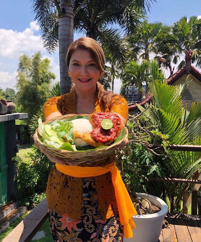 Tamara Bleszynski membuka warung di Bali