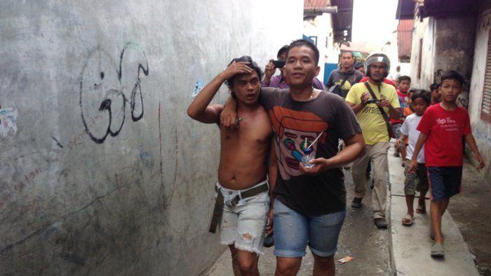 Sabhara Polrestabes Medan saat melakukan Gerebek Kampung Narkoba (GKN) di Jalan Sukaramai Gang Jati II Medan.