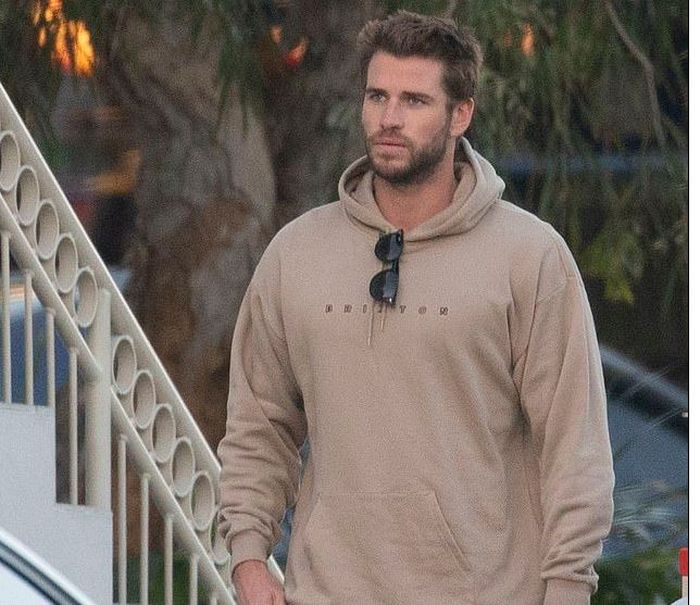 Liam Hemsworth setelah berpisah dari Miley Cyrus.
