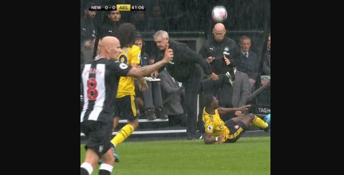Sepakan Kalajengking pelatih Newcastle United, Steve Bruce yang bikin Henrikh Mkhitaryan Dibully