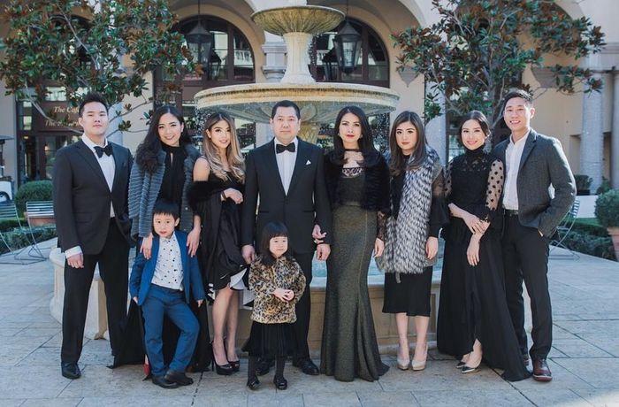 Penampilan Liliana Tanoesoedibjo bersama keluarga