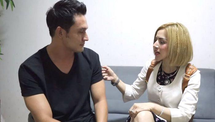 Barbie Kumalasari berbincang dengan Indra L Bruggman