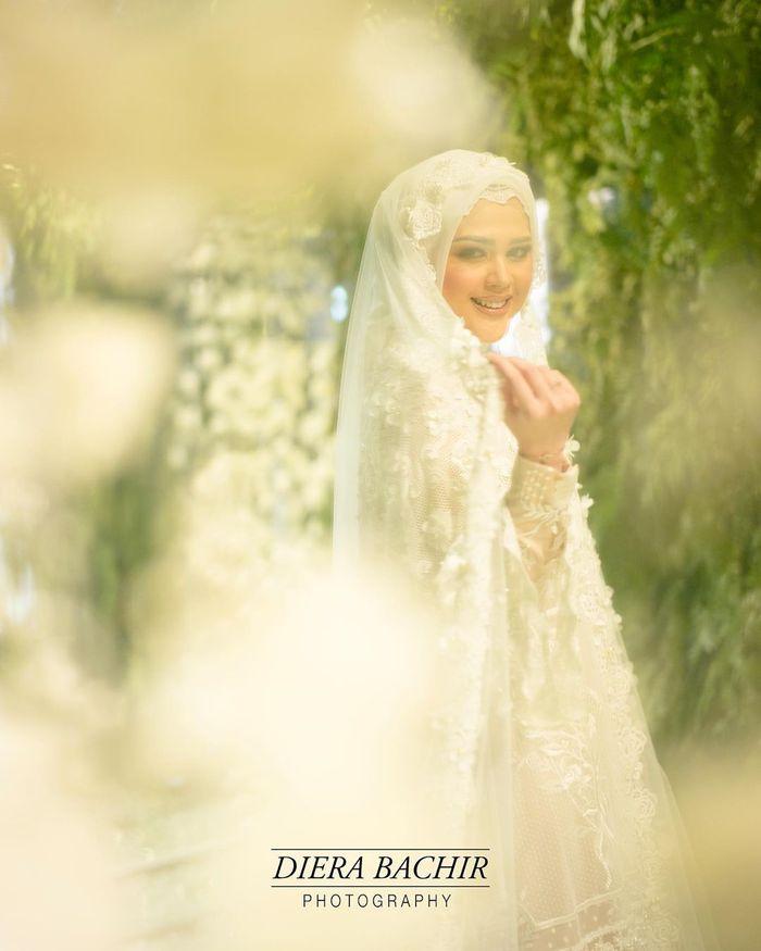 Menikah Besok, Lihat Cantiknya Cut Meyriska dengan Gaun Muslimah Putih Saat Pengajian