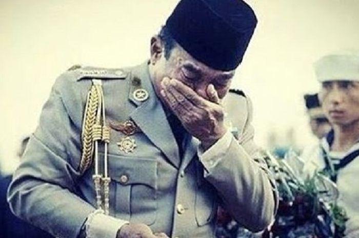 Soekarno menangis di pusara Ahmad Yani