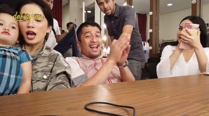 Ussy, Irfan, bersama Raffi dan Gigi membahas seputar rumah tangga. (YouTube | deHakims)