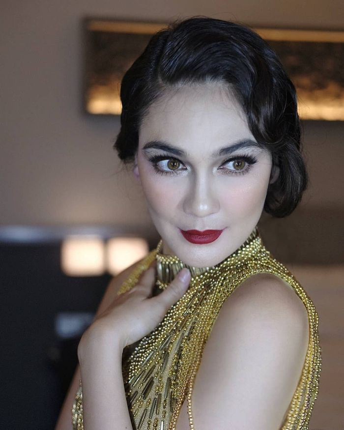 Makeup Luna Maya kala jadi MC ulang tahun ke-17 Crazy Rich Surabaya Patricia Mayoree