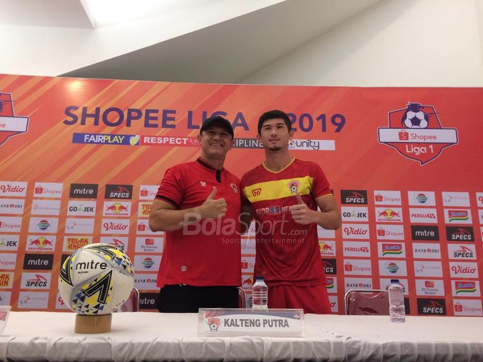 Pelatih Kalteng Putra, Gomes de Oliviera, bersama Kevin Gomes, jelang laga melawan Persija Jakarta