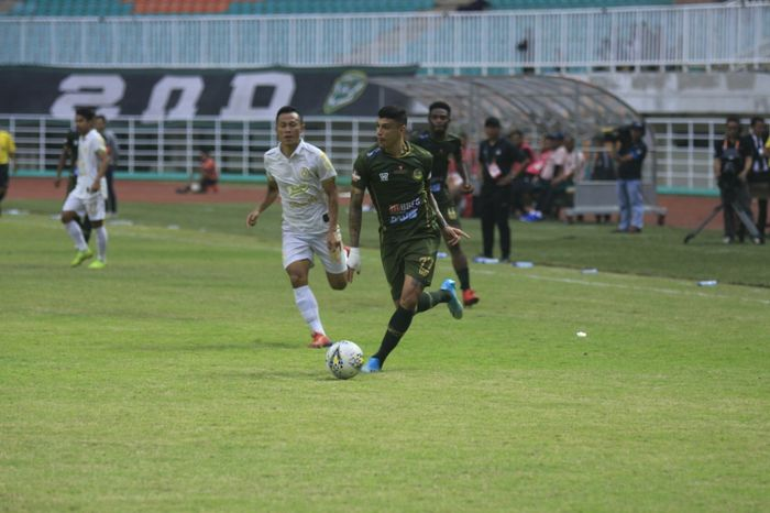 Aksi pemain Tira Persikabo, Ciro Alves pada laga kontra PSS Sleman di Stadion Pakansari, Kabupetan Bogor, Senin (19/8/2019).