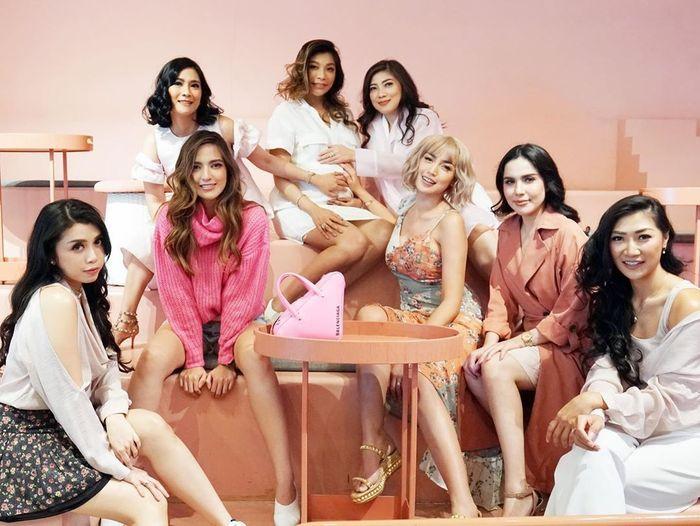 Foto kompak Nia Ramadhani dan Girl Squad