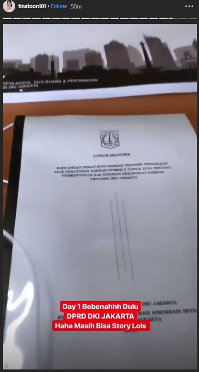 Hari Pertama Jadi Pejabat, Tina Toon Tampil Polos Sambil Tunjukkan Ruang Kerjanya