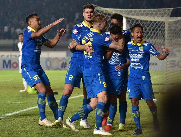 PERSIB.CO.ID Pemain Persib Bandung merayakan gol yang dicetak oleh Erwin Ramdani saat laga melawan PSS Sleman pada pekan ke-17 Liga 1 2019 di Stadion Si Jalak Harupat, Bandung, Jumat (30/8/2019).