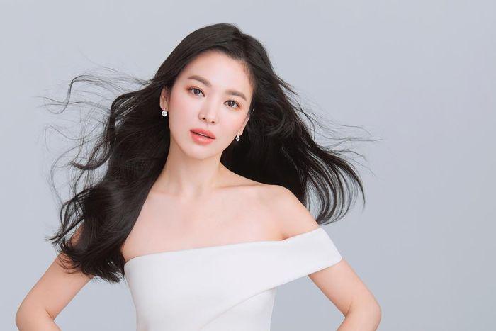 Sudah Dianggap Keluarga, Song Hye Kyo Tak Sangka Orang Dekatnya Lakukan Pemerasan dan Ancam Siram Air Keras