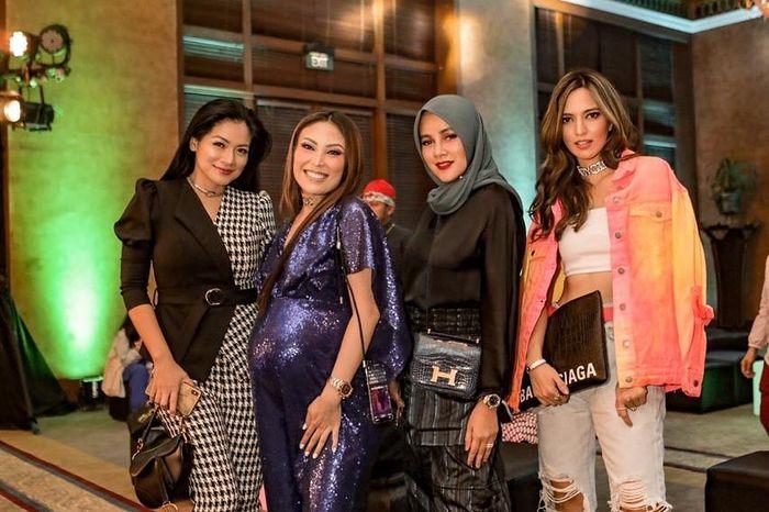 Tampilan Olla Ramlan di ulang tahun Ayu Dewi bersama rekan artis lainnya; Titi Kamal dan Nia Ramadhani