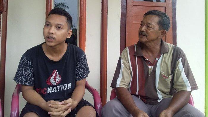 Surya Utama (kiri) warga Dusun I Desa Pinangripan, Kecamatan Air Batu, Asahan mengalami gangguan penglihatan sejak Mei 2019.