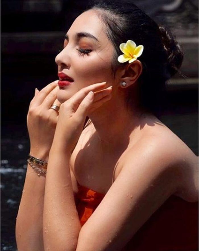 Ashanty tampil cantik dengan gaya makeup hangat