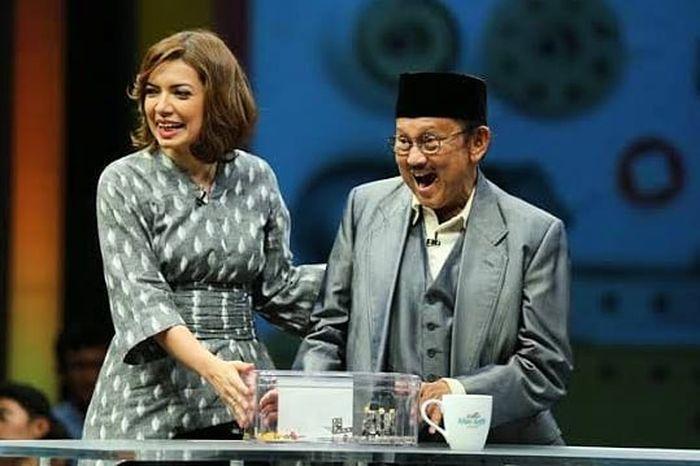 Tampilan sederhana Najwa Shihab saat wawancara BJ Habibie