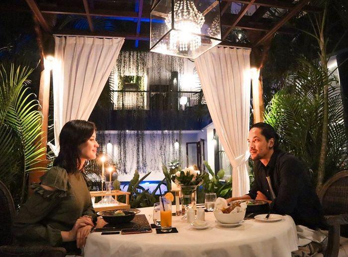 Kimberly Ryder saat makan malam romantis
