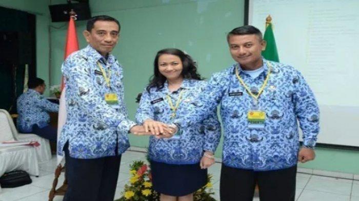 Widya Leksamanawati (tengah)