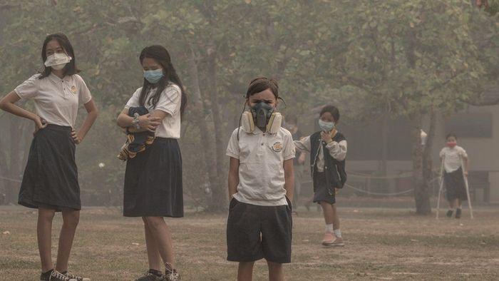 Siswa yang orang tuanya mampu secara ekonomi memakai perangkat masker yang lebih baik di Palangkaraya, Kalimantan Tengah, Kamis (12/09).